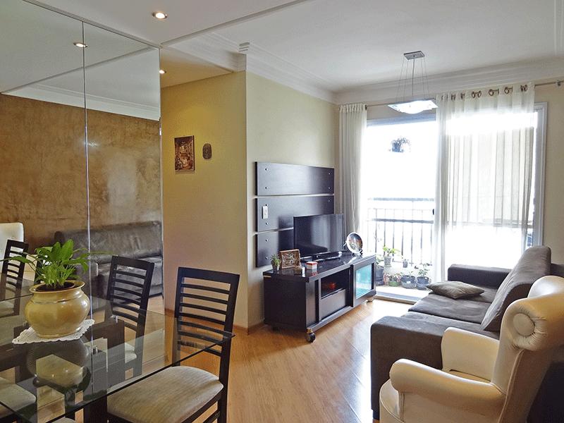 Ipiranga, Apartamento Padrão - Sala com dois ambientes, piso laminado, teto com sanca de gesso de gesso, iluminação embutida e acesso à varanda.