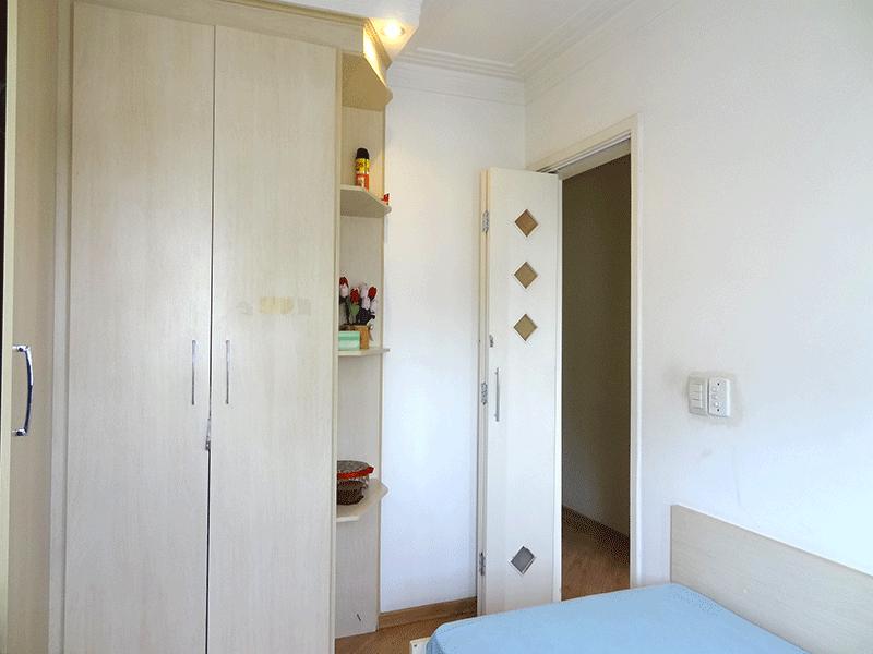 Ipiranga, Apartamento Padrão-2º dormitório com piso laminado, armários planejados, teto com sanca de gesso e iluminação embutida.