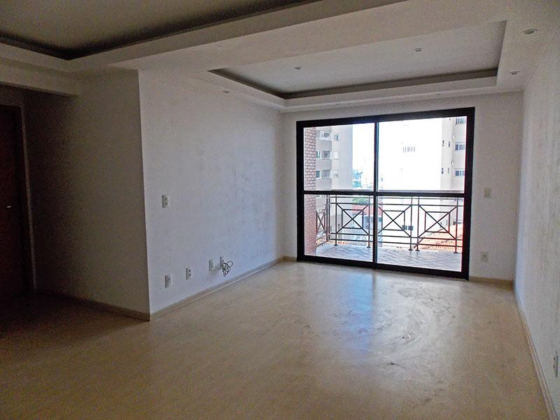 Saúde, Apartamento Padrão - Sala com piso de laminado, teto com sanca de gesso, iluminação embutida e acesso a varanda.