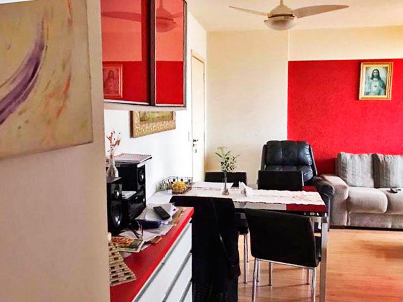 Sacomã, Apartamento Padrão-Sala com piso de laminado e acesso a sacada.