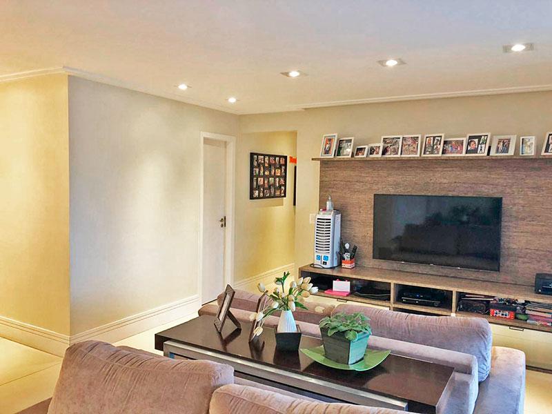 Jabaquara, Apartamento Padrão-Sala irregular com piso de porcelanato, teto com sanca de gesso, iluminação embutida e acesso a varanda gourmet.
