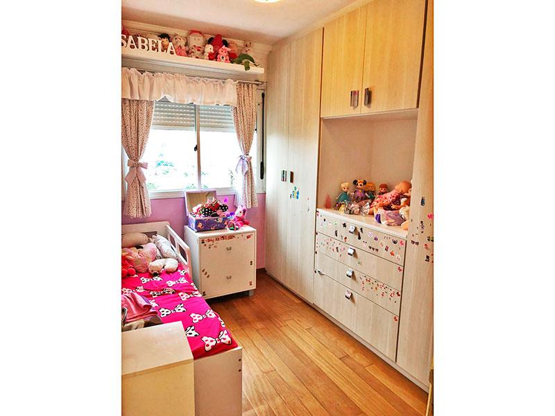 Jabaquara, Apartamento Padrão-2º Quarto com piso de madeira, teto com moldura de gesso e armários planejados.
