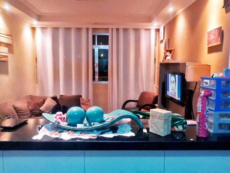 Ipiranga, Apartamento Padrão-Sala com piso de taco, teto com sanca de gesso e iluminação embutida.
