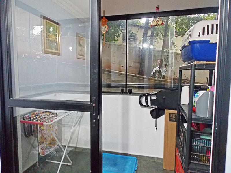 Jabaquara, Apartamento Padrão-Sacada com piso de ardosia e fechamento de vidro.