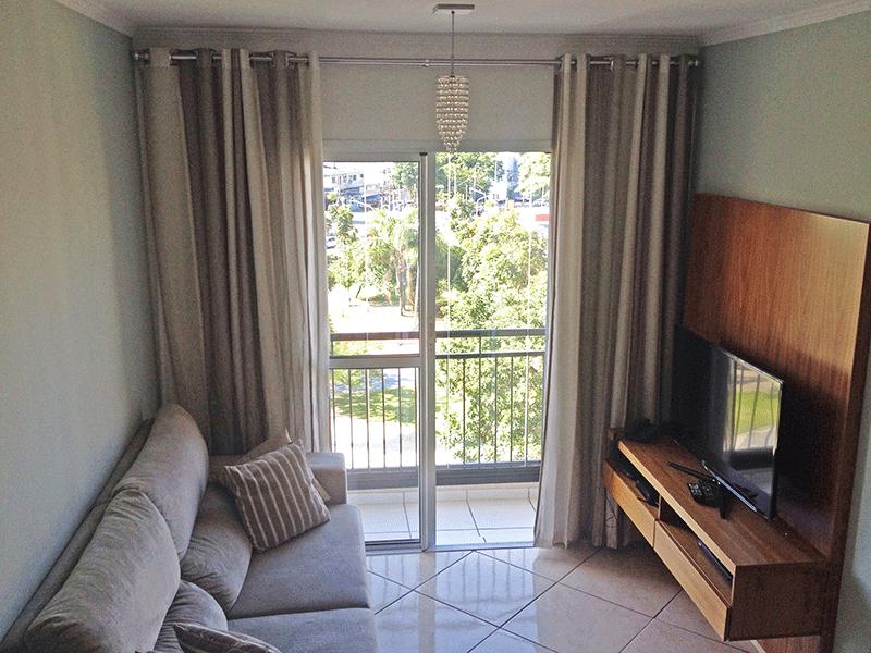 Sacomã, Apartamento Padrão - Sala retangular com piso de porcelanato e acesso à varanda.