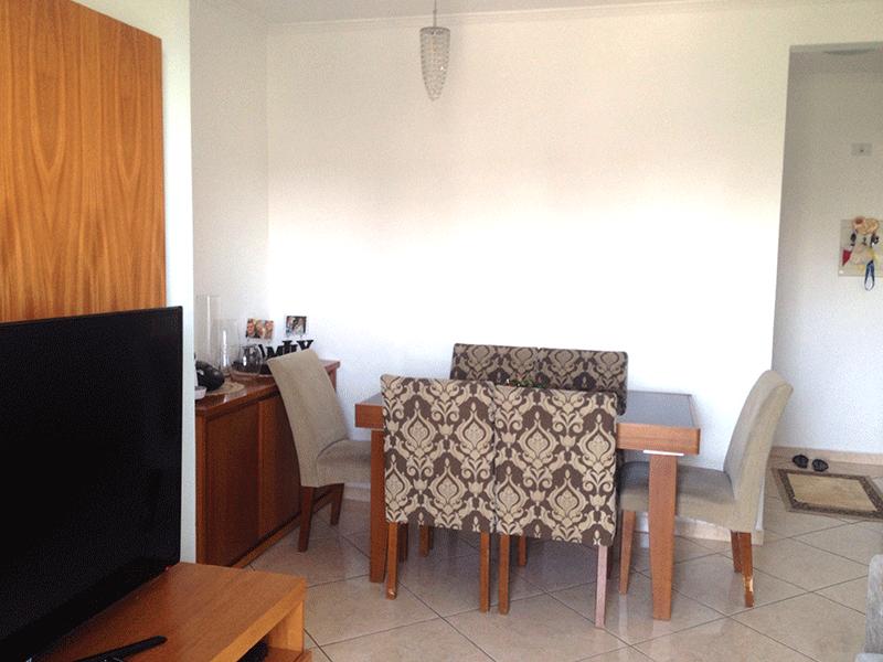 Sacomã, Apartamento Padrão-Sala retangular com piso de porcelanato e acesso à varanda.