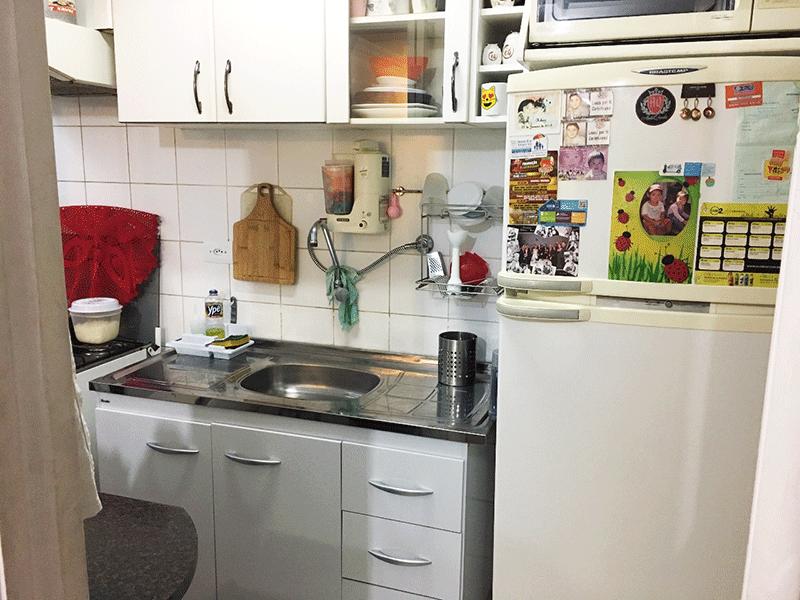 Jabaquara, Apartamento Padrão-Cozinha com piso de cerâmica, pia de inox e armários planejados.