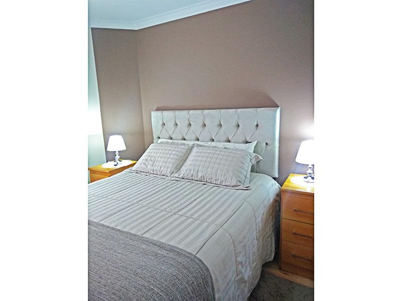 Jabaquara, Apartamento Padrão-Suíte com piso de laminado, teto com moldura de gesso e armários planejados.