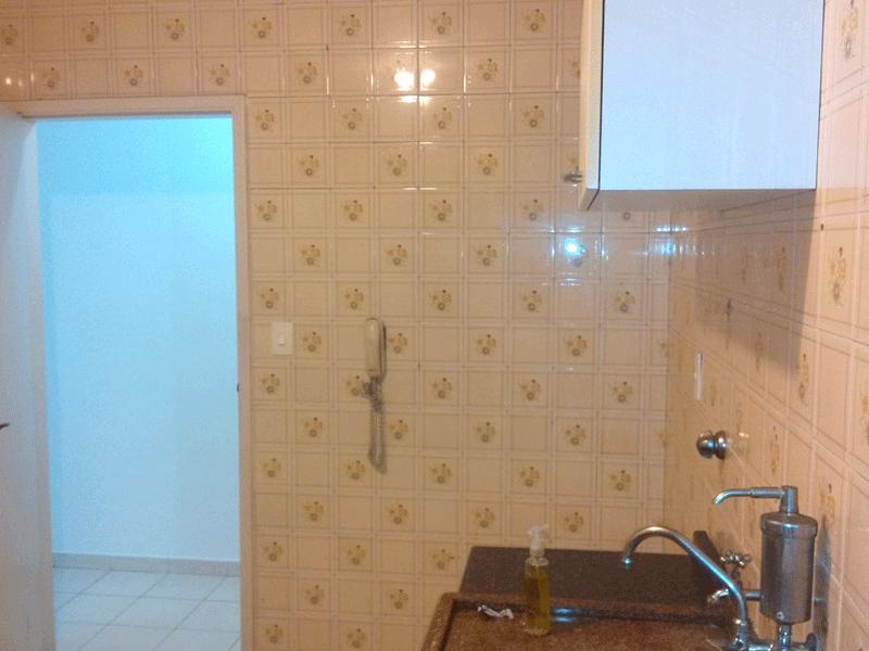 Ipiranga, Apartamento Padrão-Cozinha com pia de granito, piso de cerâmica e armário.