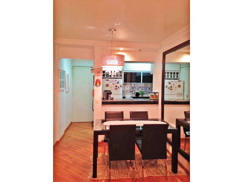 Jabaquara, Apartamento Padrão-Sala com piso de laminado, teto com moldura de gesso e acesso a varanda.