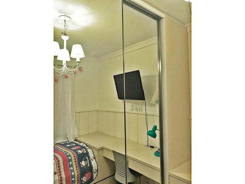Jabaquara, Apartamento Padrão-2º Quarto com piso de laminado, teto com moldura de gesso e armários planejados.