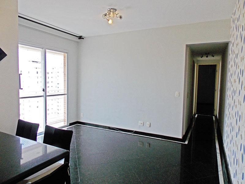 Ipiranga, Apartamento Padrão - Sala em L com piso de granito e acesso a varanda.