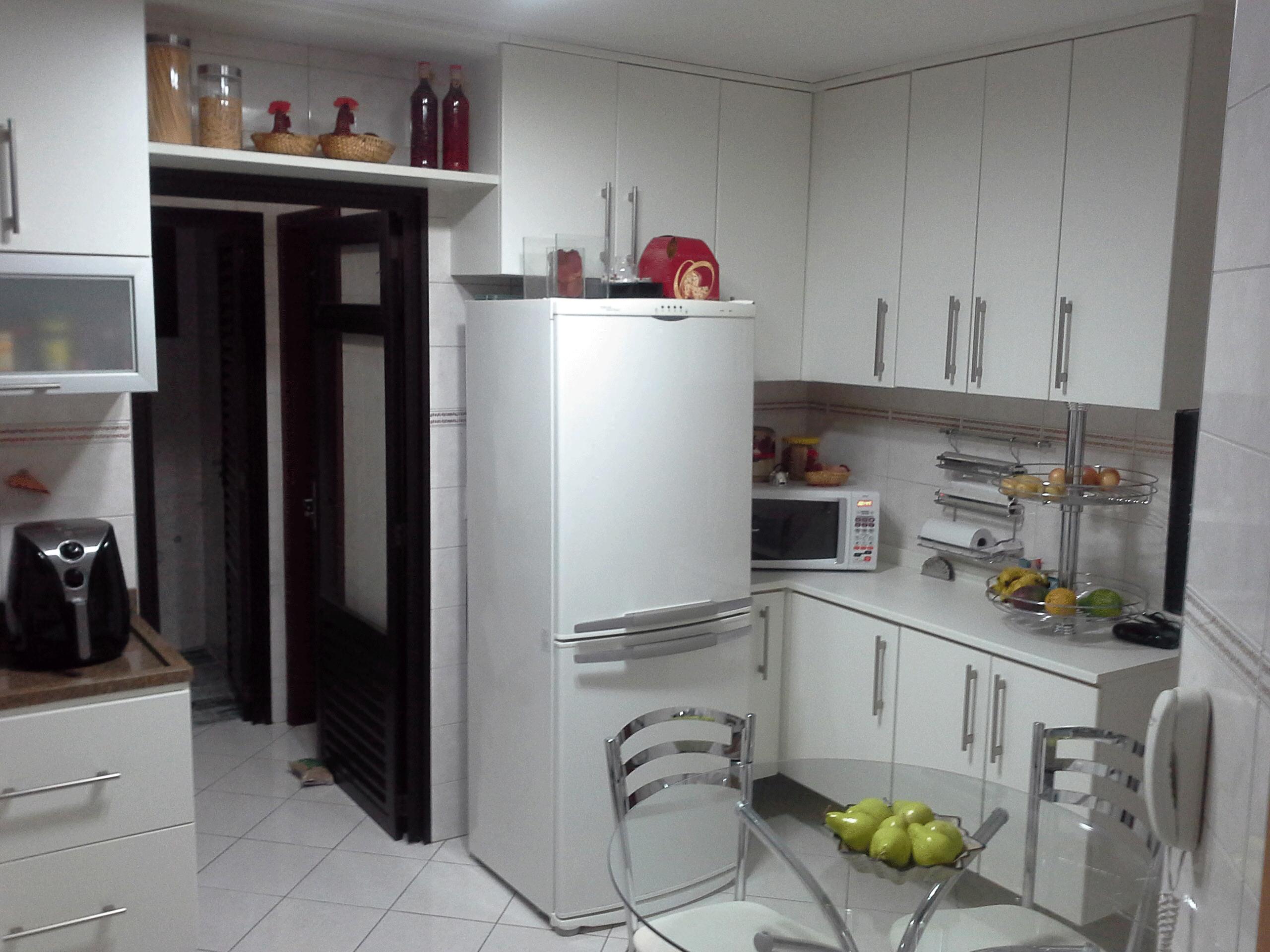 Ipiranga, Apartamento Padrão-Cozinha com piso de cerâmica, armários planejados e pia de granito.