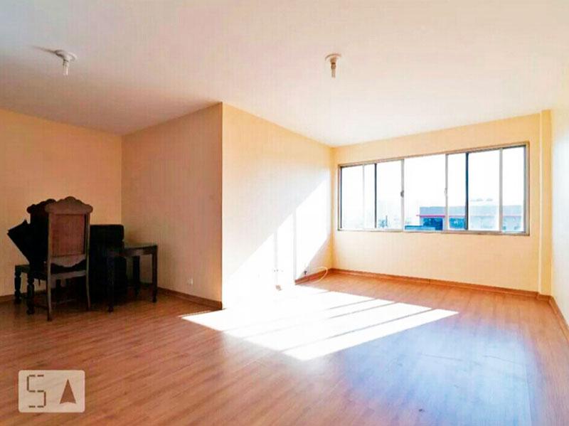 Cursino, Apartamento Padrão - Sala em L com dois ambientes e piso laminado.