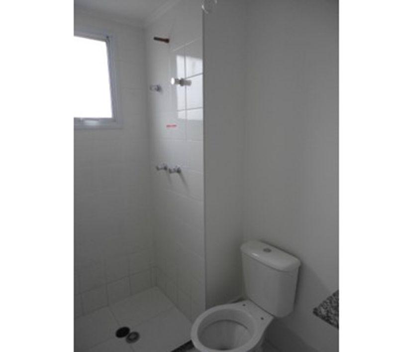 Ipiranga, Apartamento Padrão-Banheiro da suíte e social com piso de cerâmica e pia de granito.