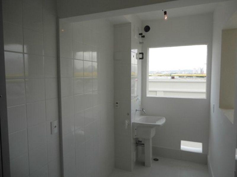 Ipiranga, Apartamento Padrão-Área de serviço com piso de cerâmica e janela para a varanda.
