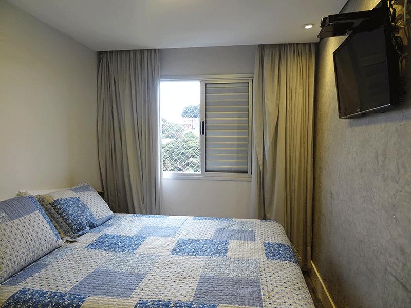Jabaquara, Apartamento Padrão-1º dormitório com piso de madeira, teto rebaixado e iluminação embutida.