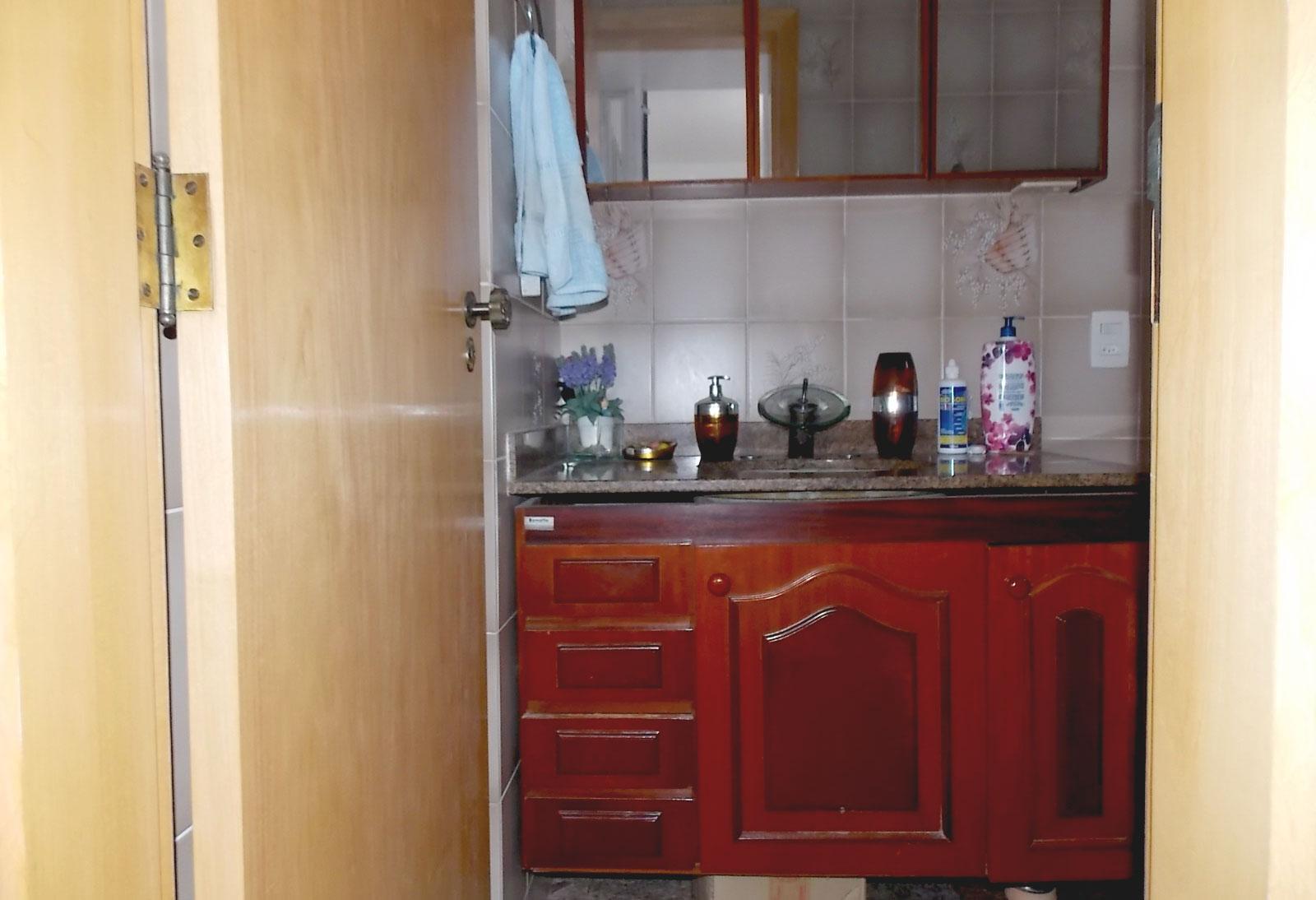 Sacomã, Apartamento Padrão-BANHEIRO DA SUÍTE COM BOX DE VIDRO, PIA DE GRANITO COM GABINETE E TETO COM MOLDURA DE GESSO