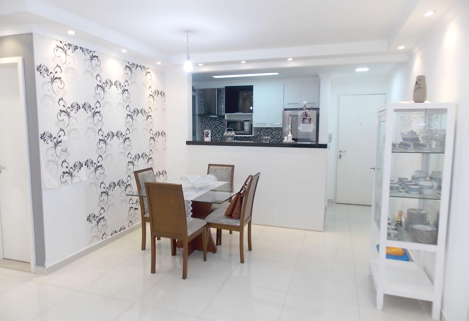 Sacomã, Apartamento Padrão - Sala ampliada com piso de porcelanato, teto com sanca de gesso e iluminação embutida e acesso à sacada (3º dormitório com piso de porcelanato, transformado em sala ampliada).