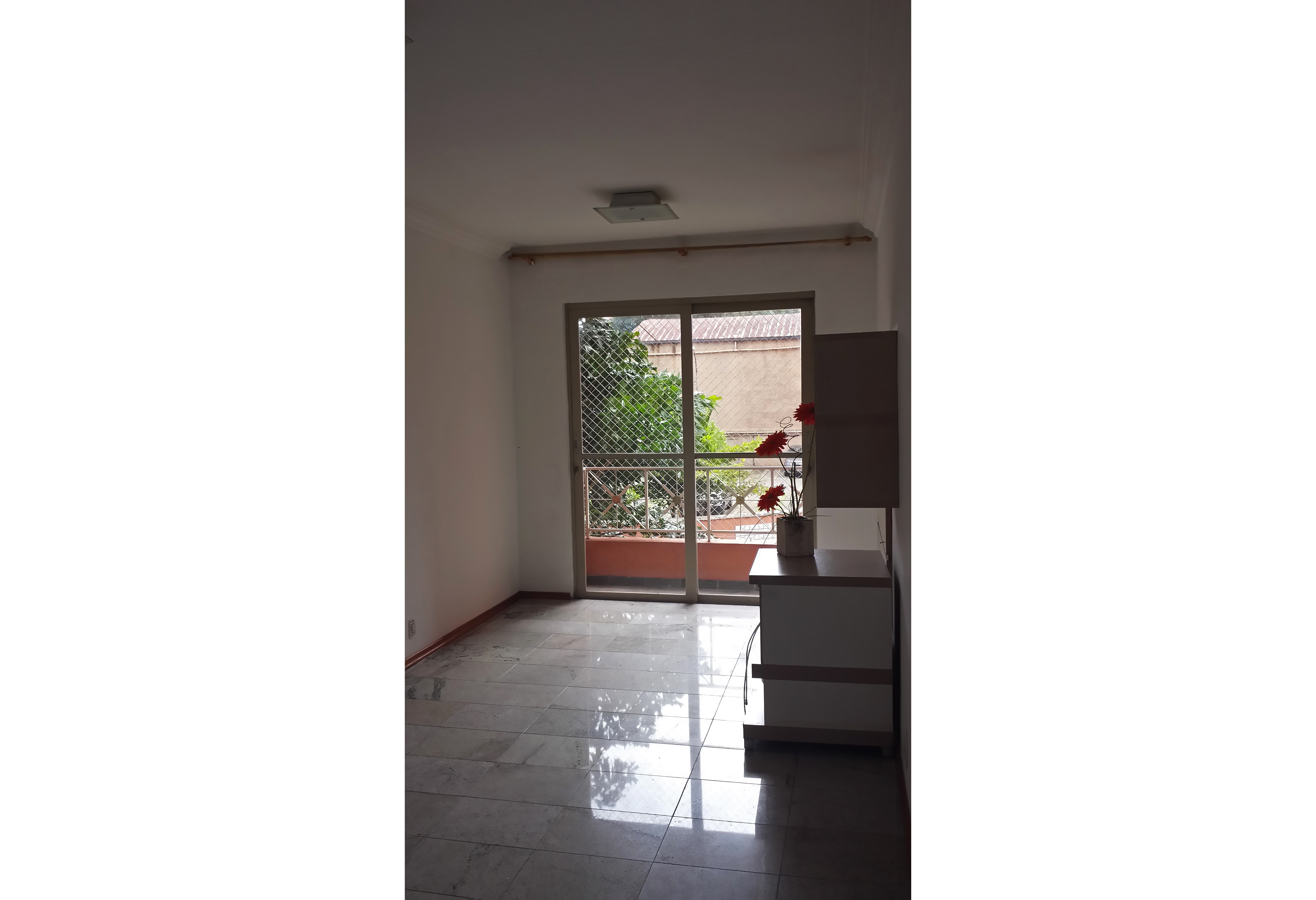 Sacomã, Apartamento Padrão - SALA RETANGULAR COM DOIS AMBIENTES, PISO DE CERÂMICA E ACESSO À VARANDA