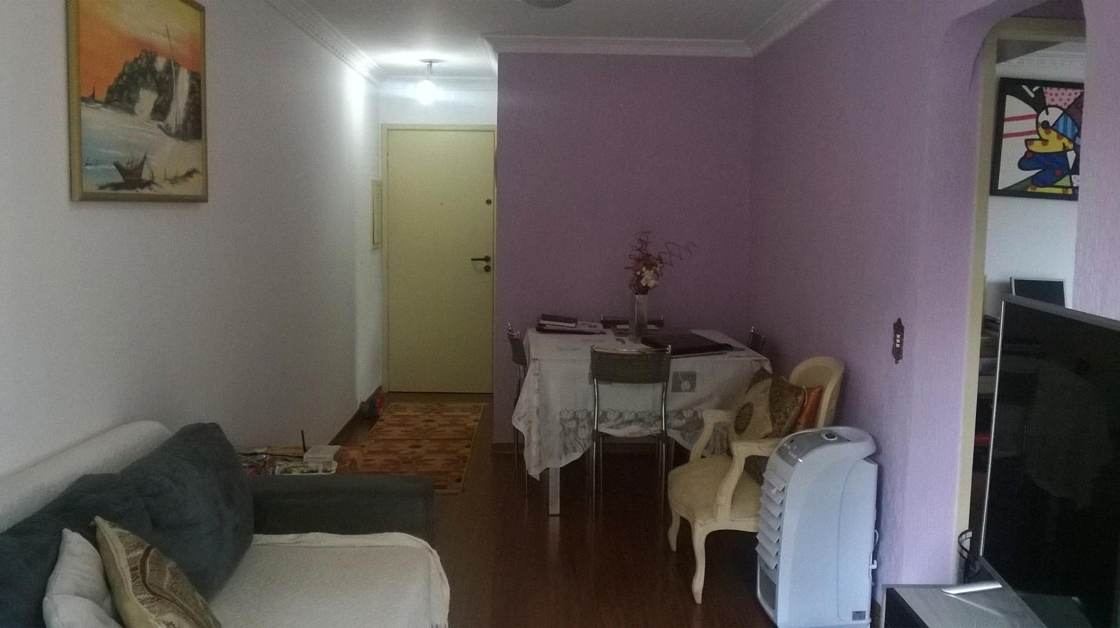 Jabaquara, Apartamento Padrão-Sala retangular com dois ambientes, piso de madeira, teto com moldura de gesso e acesso à varanda