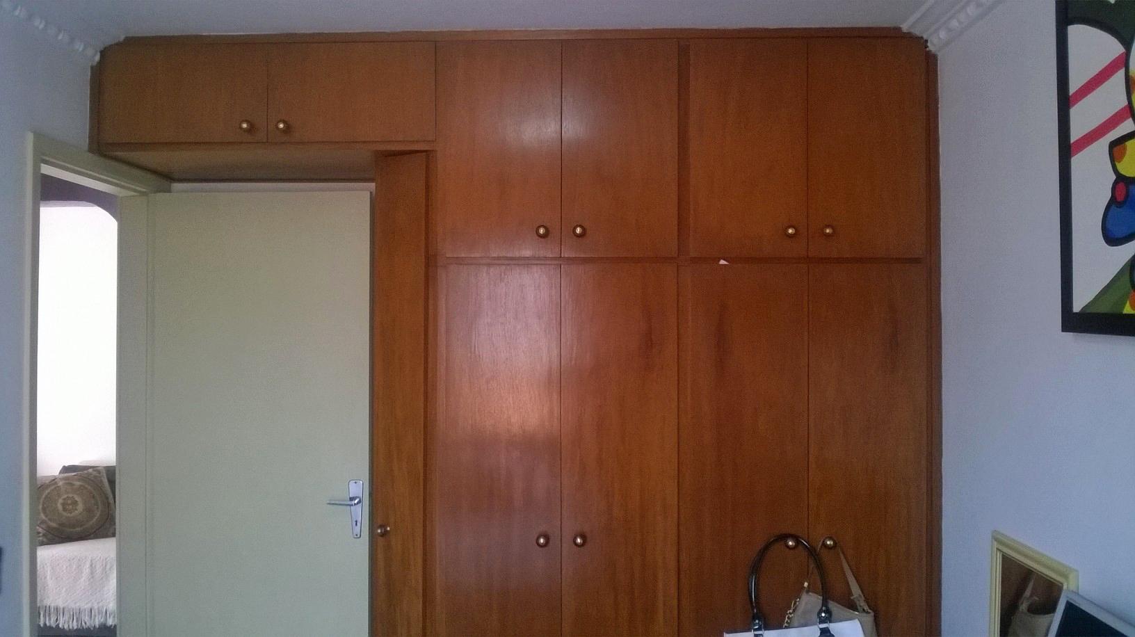 Jabaquara, Apartamento Padrão-Dormitórios com piso de madeira, teto com moldura de gesso e armários planejados