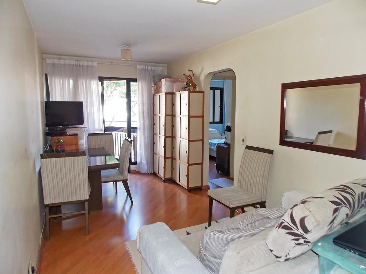 Jabaquara, Apartamento Padrão - Sala retangular com dois ambientes, piso laminado e acesso à varanda