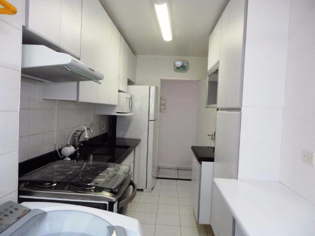 Sacomã, Apartamento Padrão-Cozinha com piso de cerâmica, armários planejados e pia de granito.