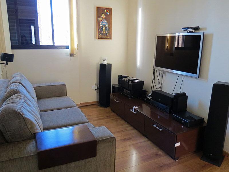 Jabaquara, Apartamento Padrão-3º Quarto transformado em sala de TV com piso de madeira.