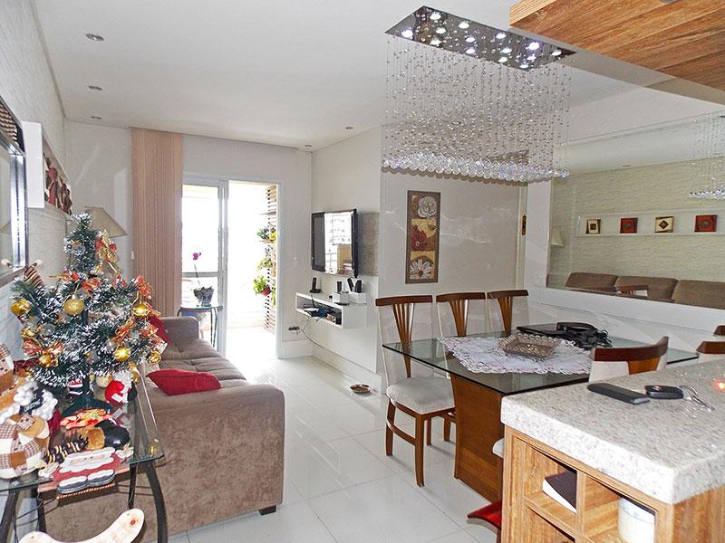 Sacomã, Apartamento Padrão - Sala em L com piso de porcelanato, teto com sanca, iluminação embutida e acesso a varanda gourmet.