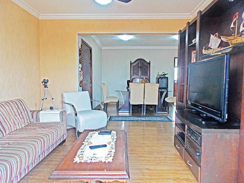 Jabaquara, Apartamento Padrão-Sala em L com piso de laminado, teto com moldura de gesso e acesso a varanda.