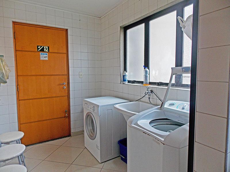 Jabaquara, Apartamento Padrão-Área de serviço com piso de porcelanato.