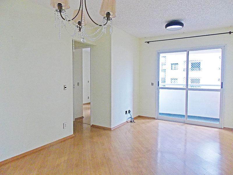 Jabaquara, Apartamento Padrão - Sala retangular com piso laminado e acesso à varanda.