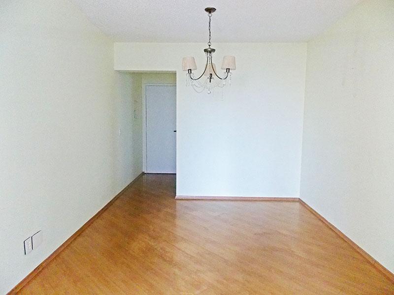 Jabaquara, Apartamento Padrão-Sala retangular com piso laminado e acesso à varanda.