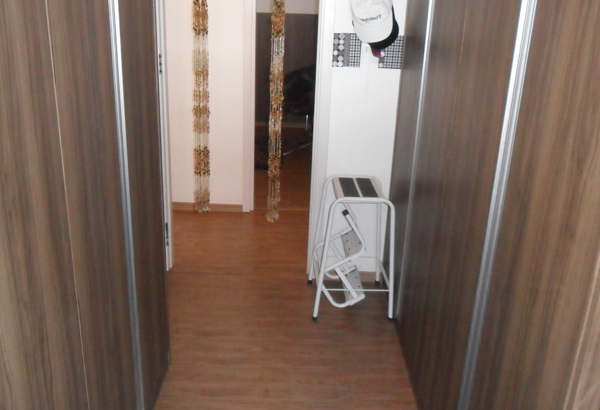Sacomã, Apartamento Padrão-2º dormitório utilizado como closet, com piso laminado e armários planejados.