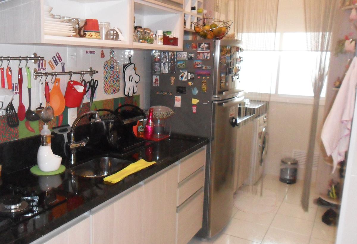 Sacomã, Apartamento Padrão-Cozinha americana com piso de cerâmica, armários planejados e pia de granito.