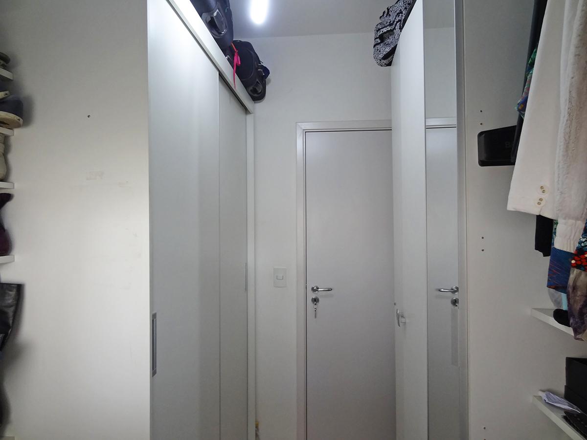 Sacomã, Apartamento Padrão-2º dormitório usado como closet com armários planejados.