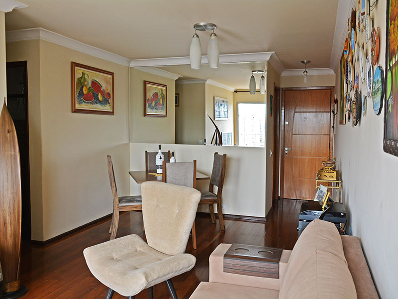 Jabaquara, Apartamento Padrão-Sala em L com piso de carpete de madeira e acesso à varanda.