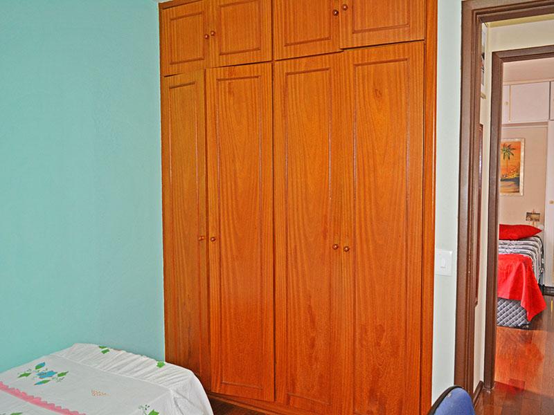 Jabaquara, Apartamento Padrão-2º Quarto com piso de carpete de madeira e armários embutidos.
