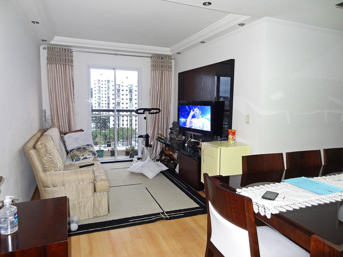Sacomã, Apartamento Padrão - Sala em L com dois ambientes, piso laminado, teto com sanca de gesso, iluminação embutida e acesso à sacada.