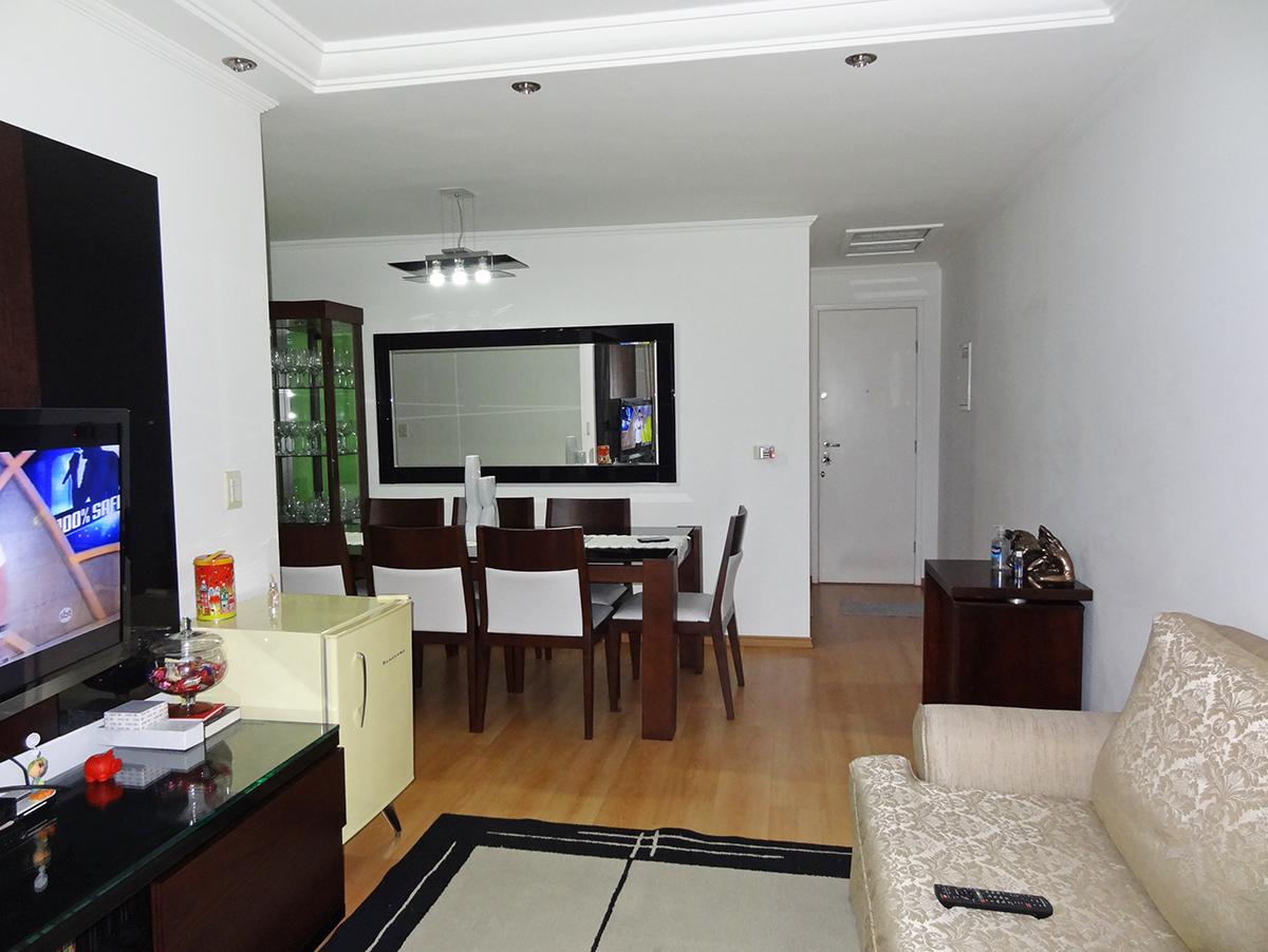 Sacomã, Apartamento Padrão-Sala em L com dois ambientes, piso laminado, teto com sanca de gesso, iluminação embutida e acesso à sacada.