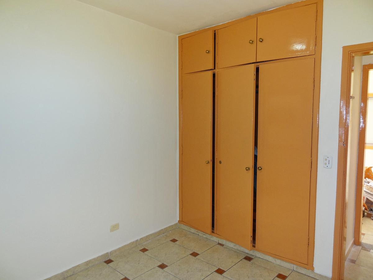 Ipiranga, Apartamento Padrão-PRIMEIRO E SEGUNDO DORMITÓRIO COM PISO DE CERÂMICA E ARMÁRIOS EMBUTIDOS.