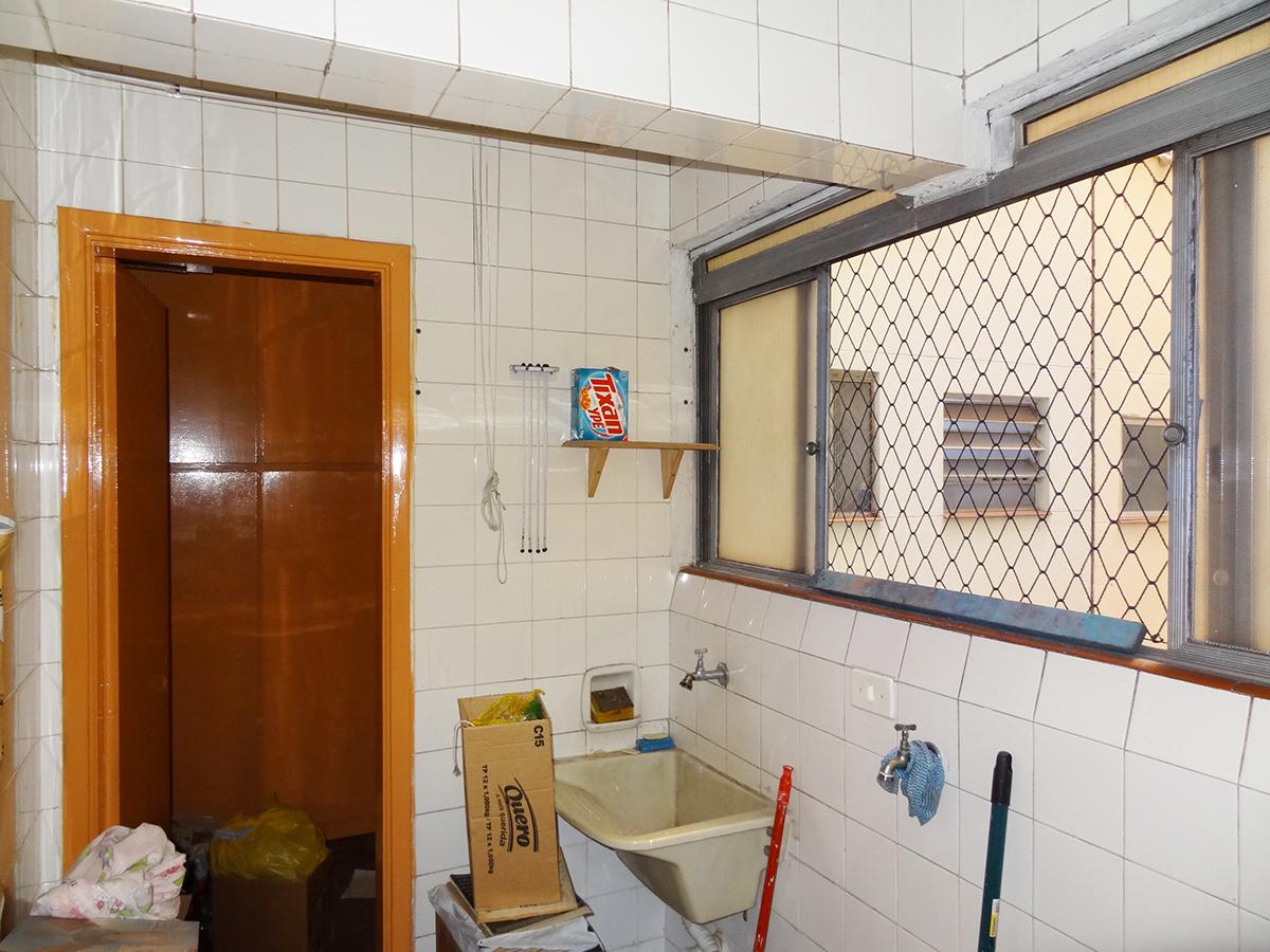 Ipiranga, Apartamento Padrão-ÁREA DE SERVIÇO COM PISO DE CERÂMICA E JANELA COM TELA DE PROTEÇÃO.