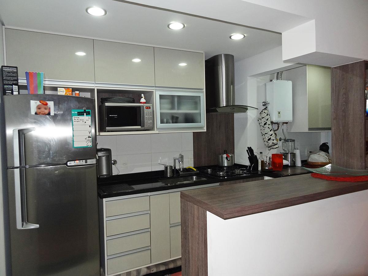 Sacomã, Apartamento Padrão-Cozinha americana com piso de cerâmica, teto com iluminação embutida, armários planejados e pia de granito.