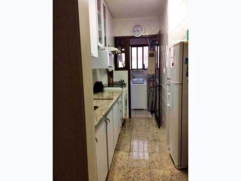 Jabaquara, Apartamento Padrão-Cozinha com piso de granito, teto com moldura de gesso, gabinete, pia de granito e acesso a área de serviço.