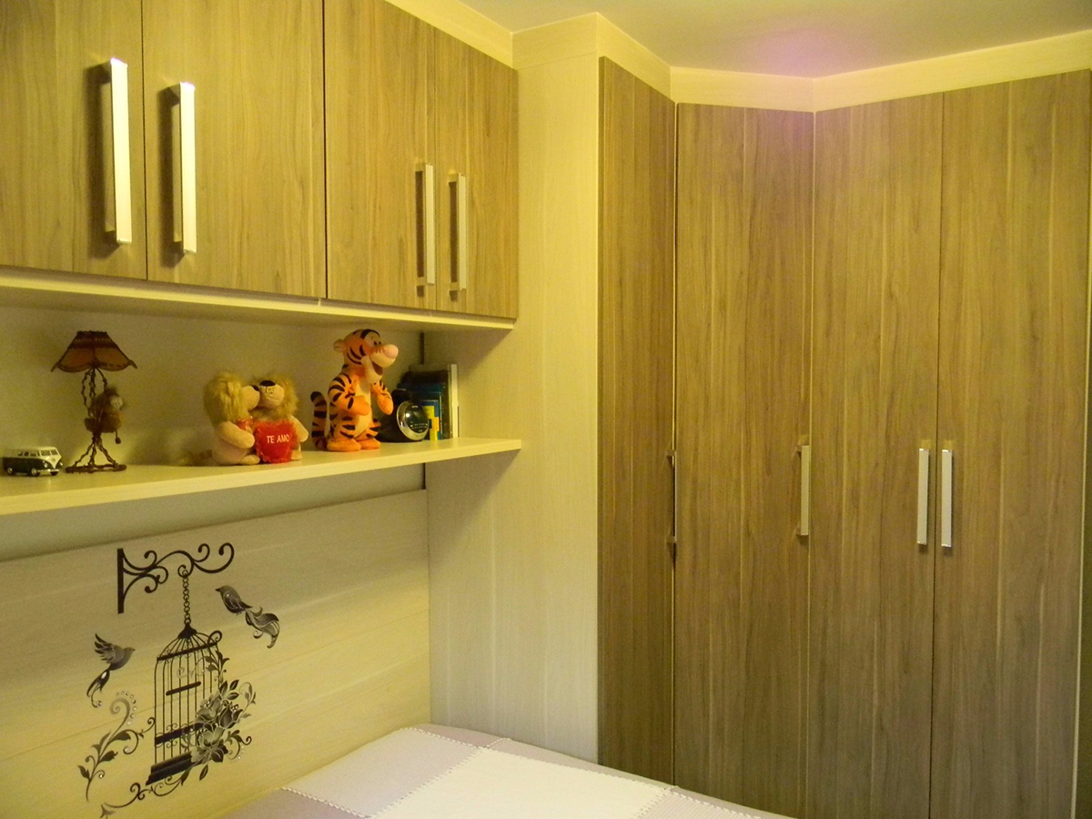 Jabaquara, Apartamento Padrão-Primeiro dormitório com piso de cerâmica, teto com moldura de gesso e armários planejados.