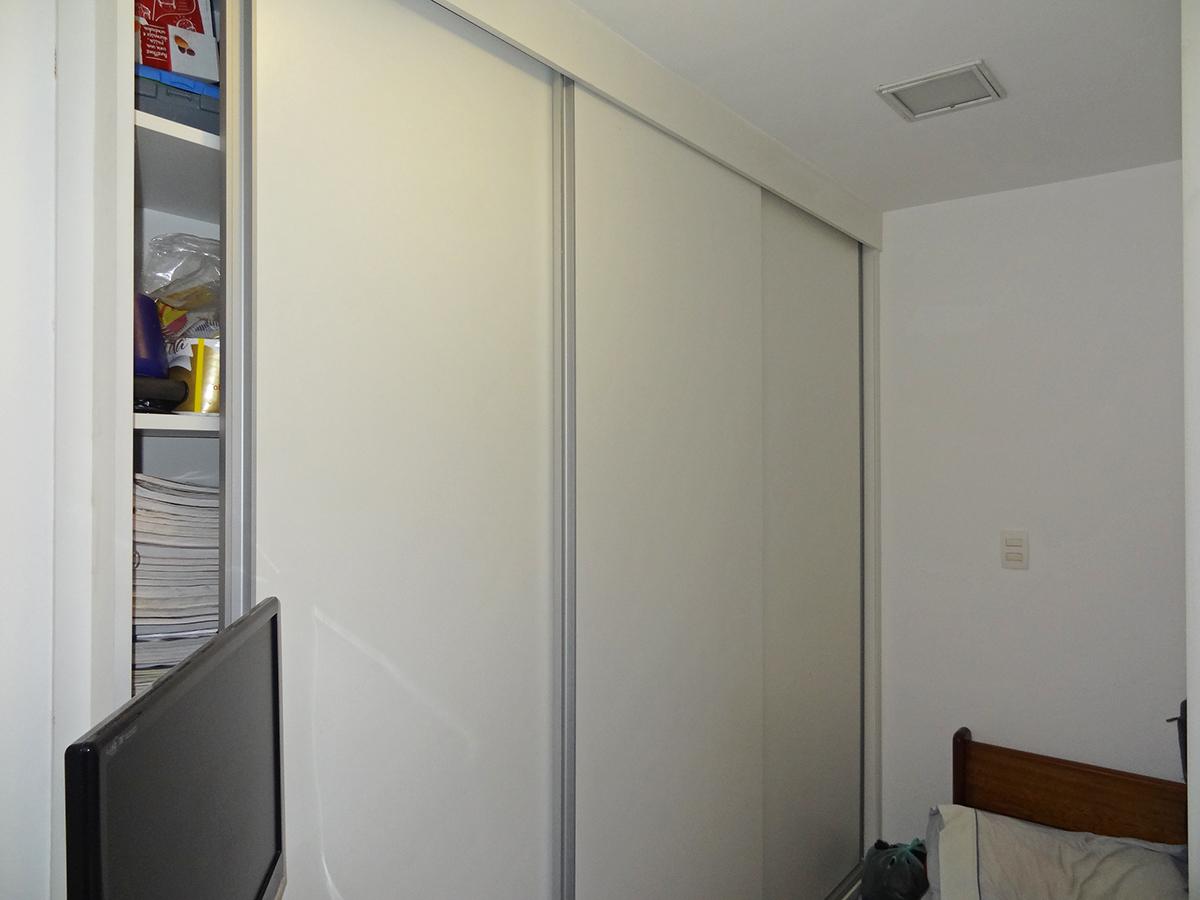 Ipiranga, Apartamento Padrão-Dependência de empregada com piso de cerâmica e armários planejados.