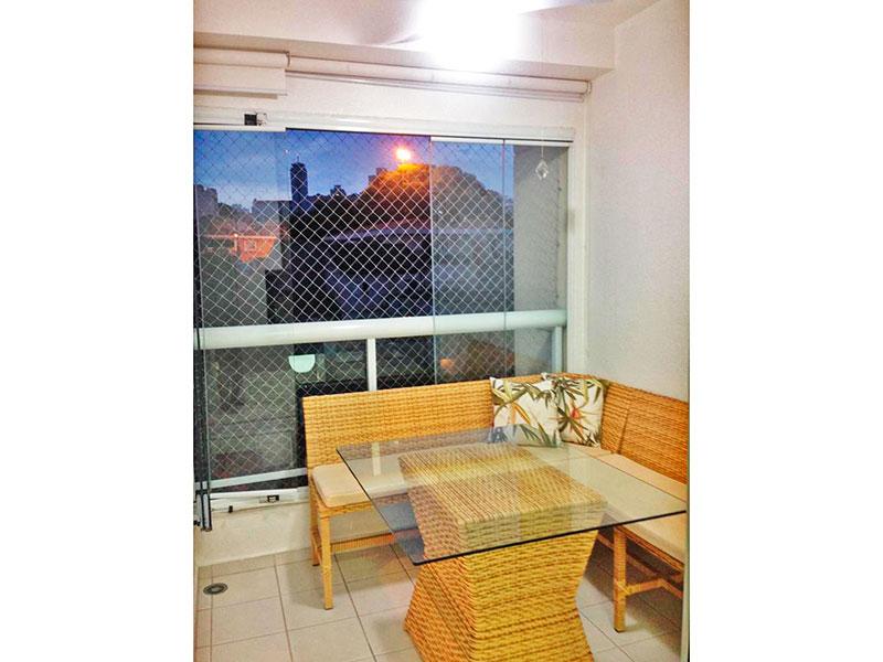 Ipiranga, Apartamento Padrão-Varanda gourmet com piso de cerâmica, armários planejados, pia de granito, churrasqueira, fechamento de vidro e tela de proteção.