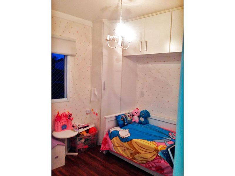 Ipiranga, Apartamento Padrão-2º Quarto com piso de madeira, teto com moldura de gesso e armários planejados.