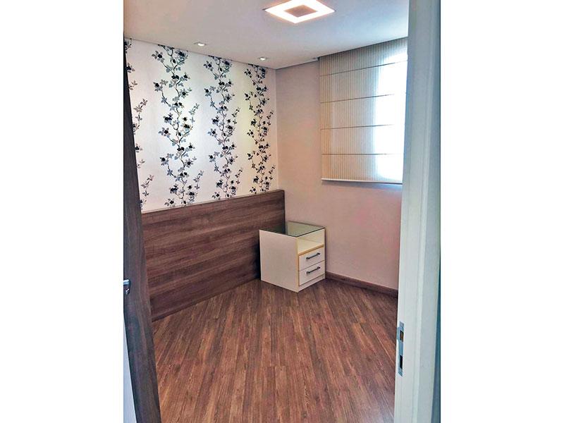 Sacomã, Apartamento Padrão-Suíte com piso laminado, teto com sanca, iluminação embutida e armários planejados.